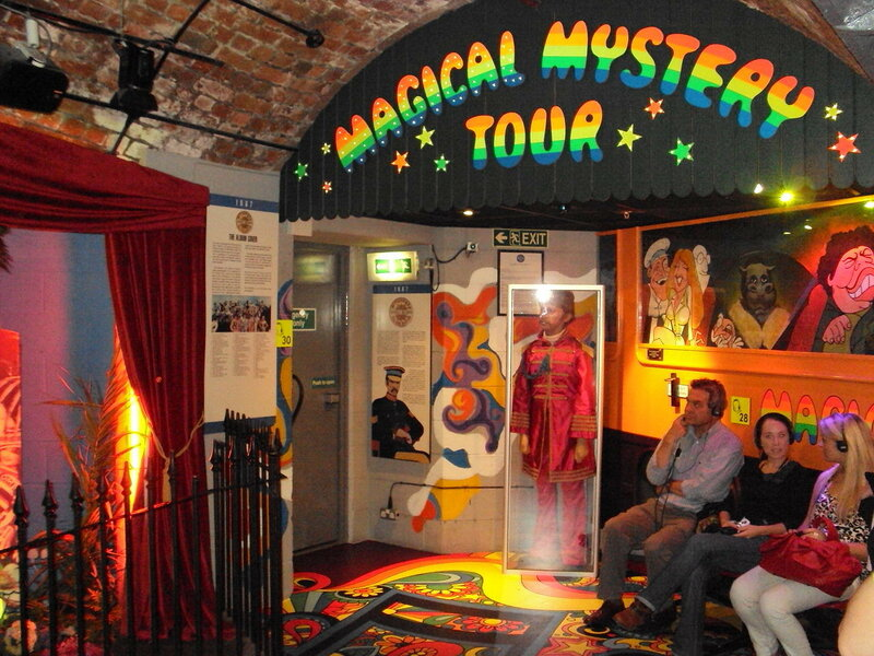 1280px-Экспозиция_Magical_Mistery_Tour.JPG