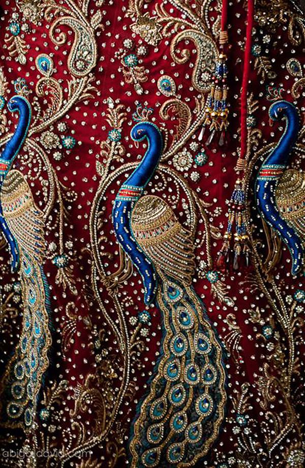 Золотая вышивка на бархате