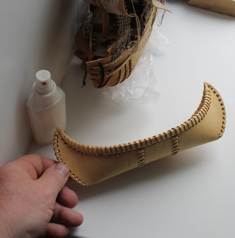 Сувенирное каноэ из бересты.