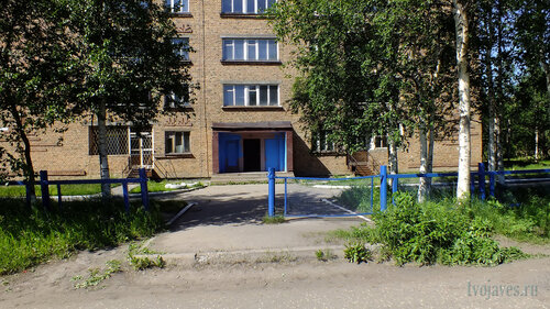 Фото города Инта №4892  Вход (южная сторона здания) Мира 20 03.07.2013_13:59