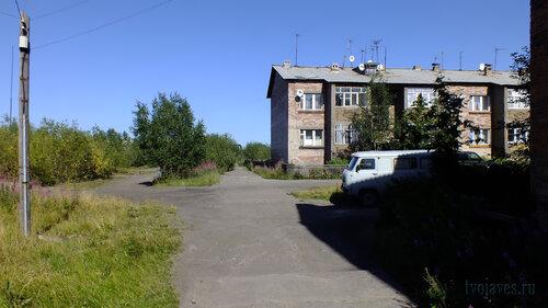 Фото города Инта №5524  Западный угол Спортивной 102 06.08.2013_13:33
