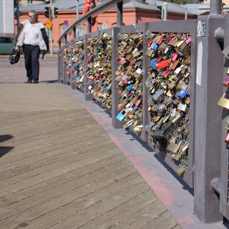 Helsinki. The bridge of love (Rakkauden silta)