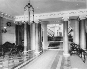 Дом графини С.В.Паниной. Вестибюль.