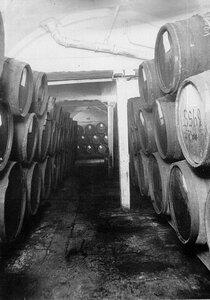Внутренний вид винного погреба акционерного общества продажи гарантированных лабораторным исследованием вин Латипак.