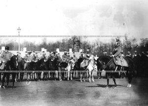 Парад конного полка. Слева - командир гвардейского корпуса  генерал В.Н. Данилов, справа - командир полка  генерал Хан Нахичеванский.