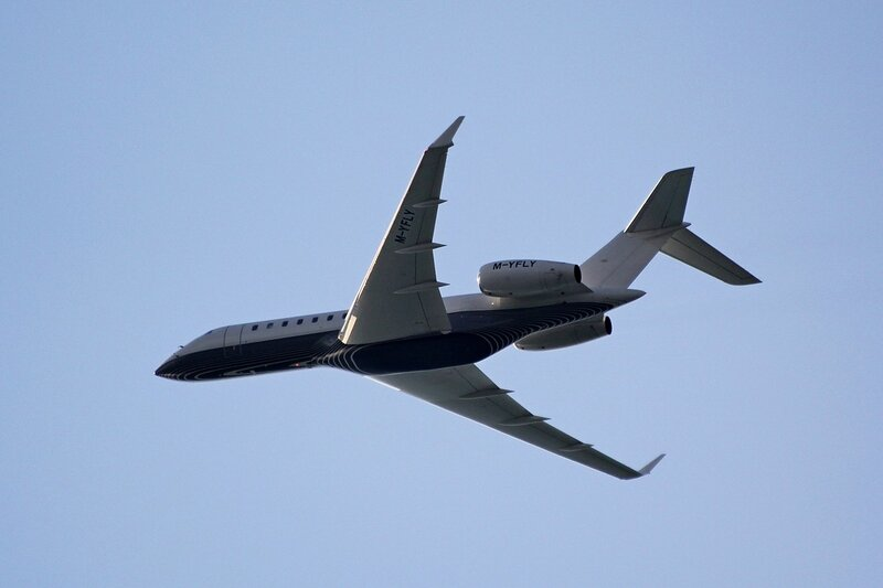Частный самолет M-YFLY (Bombardier BD-700-1A10 Global Express)