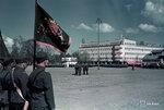 1940-05-19 Площади парад в устье реки, герой muistopiv 19.5.1940. На переднем плане по-видимому Салми границы охранять флаг. Примечание: Черно-белые фотографии этого же события, Са (например, 10339, 19344, 10345), которые описаны в 19.5.1940. На фото слева с henkilt же как vrikuvassa 10339 узнаваемый nkyvt билет компания солдат. Место: Йоэнсуу