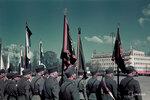 1940-05-19 Площади парад в устье реки, герой muistopiv. На переднем плане справа по-видимому, право на пограничной службы Салма флага, третий реки до устья флага охраны границы. Примечание: Черно-белые же события SA-изображения (например., 10344 tajpej 10339, 10345), которые описаны в 19.5.1940. Рисунок справа от билет компании henkilt идентифицировать как же, как солдат, как показано на рисунке 10339. Место: Йоэнсуу