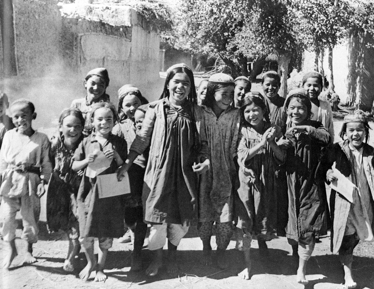 Школьники Туркмении. 1928 год.