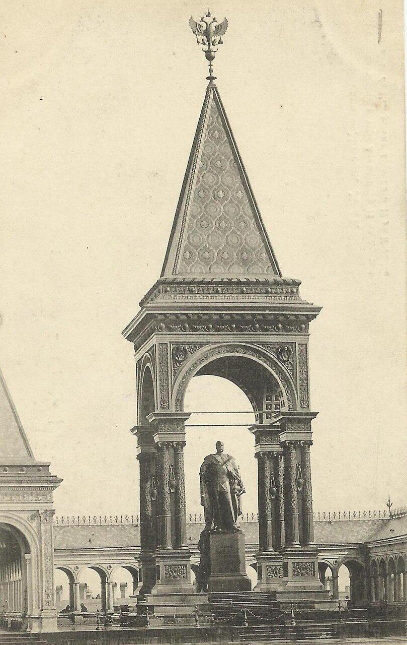 Кремль. Фрагмент памятника Александру II