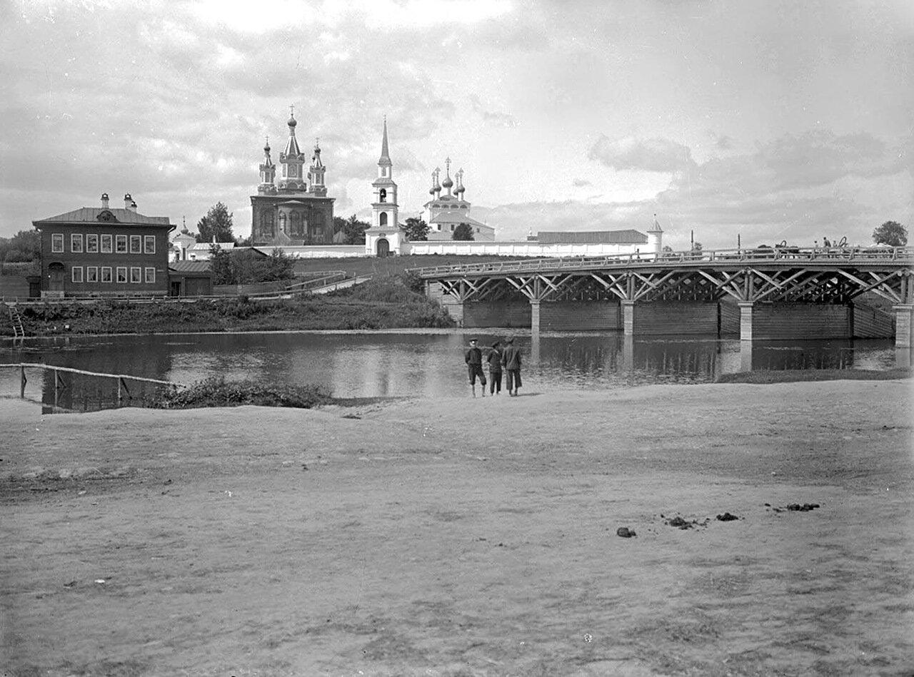 Общий вид Дмитриевского мужского монастыря. 1894 г. г. Кашин, Тверская губерния