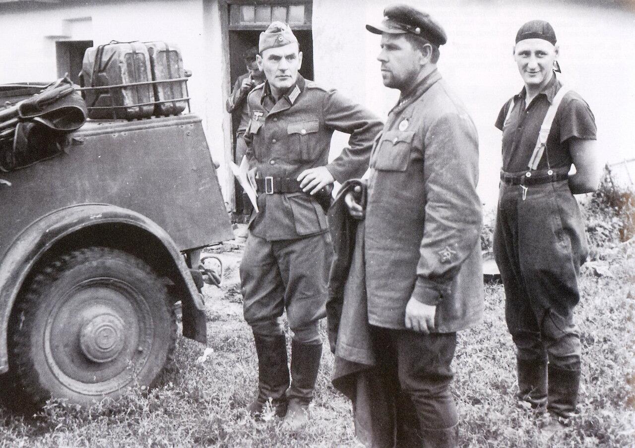 1941. Украина, советский военнопленный перед казнью по обвинению в том, что он агент ГПУ