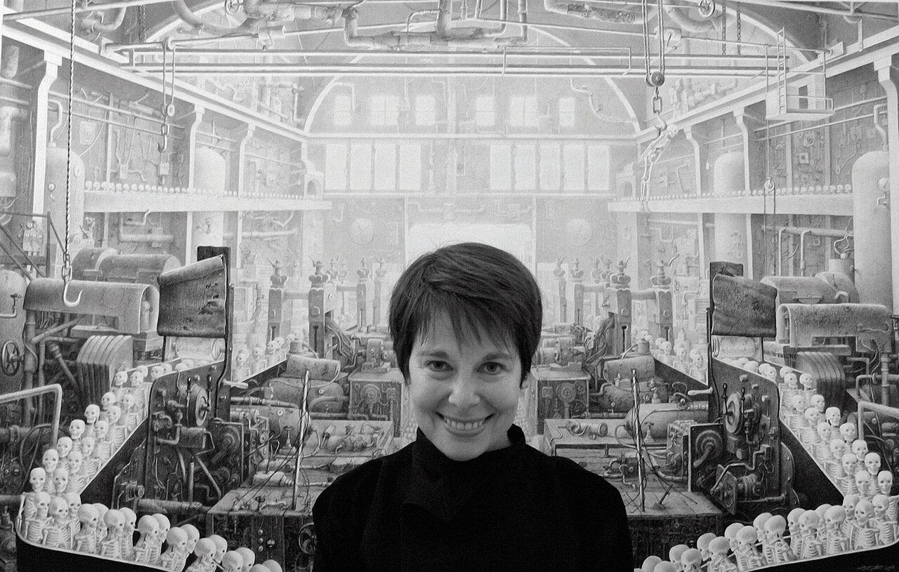 Лори Липтон на фоне Фабрики смерти