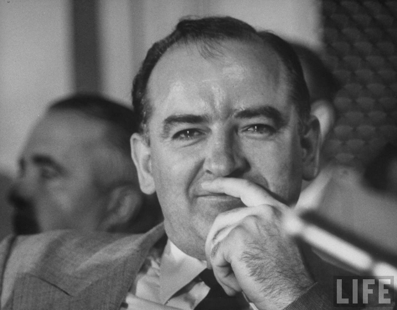 1954. апрель. Сенатор Джозеф Маккарти  на слушаниях подкомитета по делу о проникновении коммунистов в армию