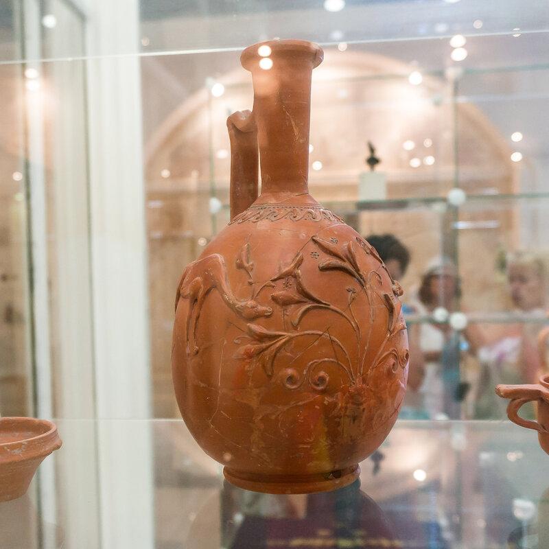 Краснолаковый лагинос с орнаментом «барбатин» I в. н.э.