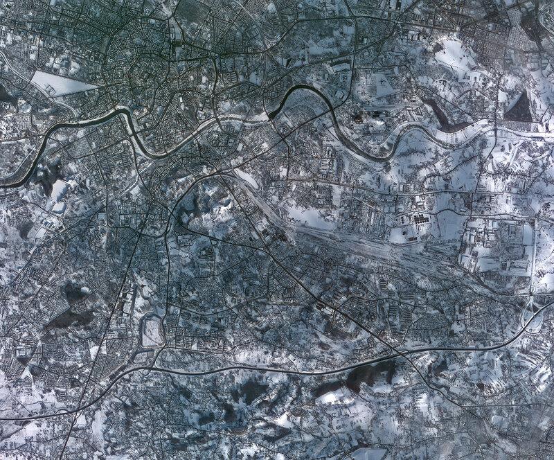 Заснеженный польский город Краков из космоса