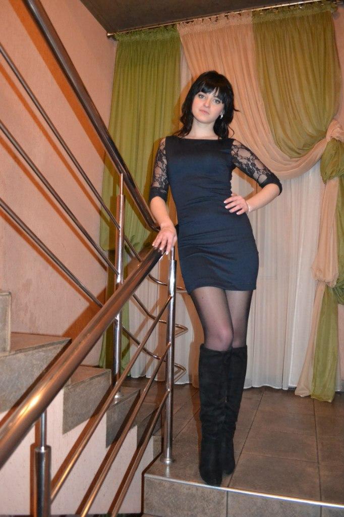 фото в платье и в колготках
