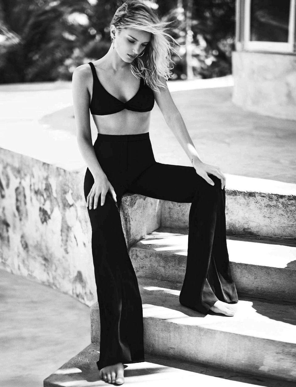 Английская супермодель Лили Доналдсон в пляжной фотосессии
