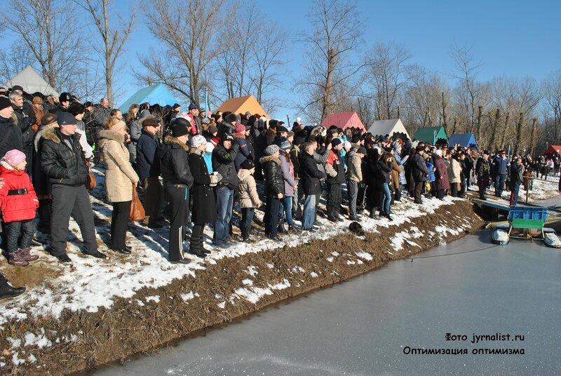 крещение в луганске на озере восьмерка