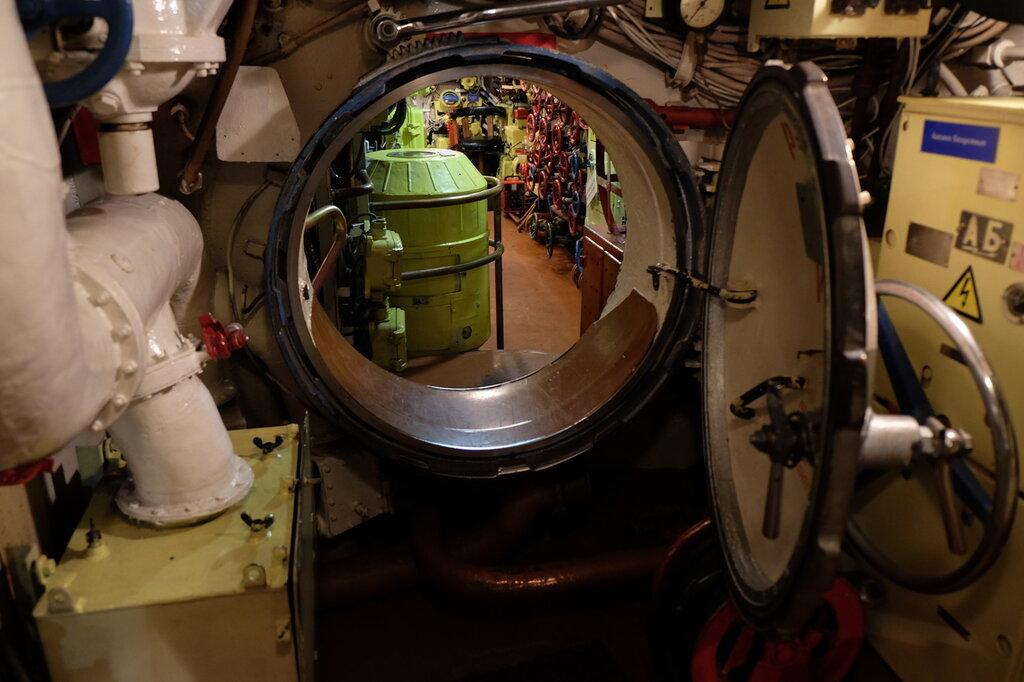 управление движением подводной лодки