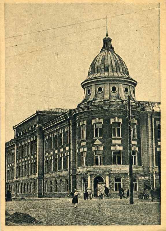 Правление Университета и Педфака (главный фасад)