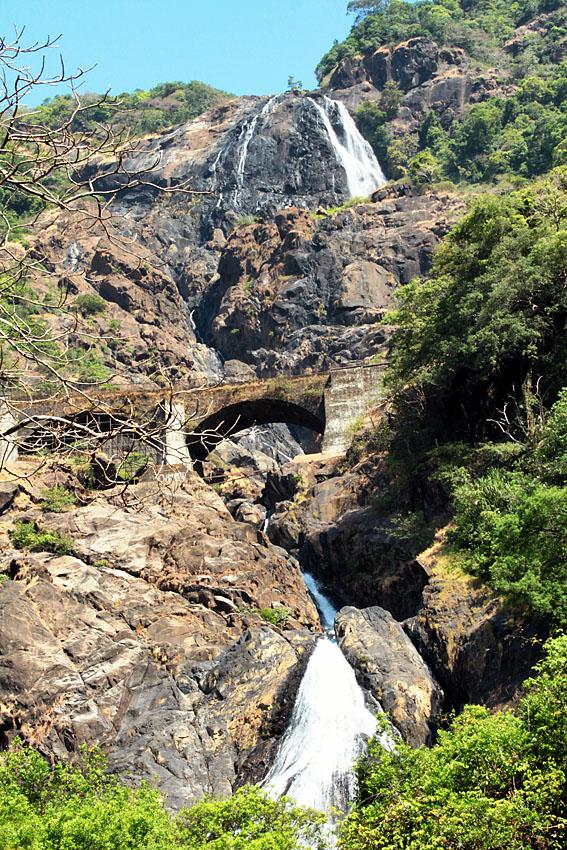 Фото 14. Водопад Дудхсагар в национальном парке Бхагван Махавир. Отзывы об экскурсиях в Гоа. Индия