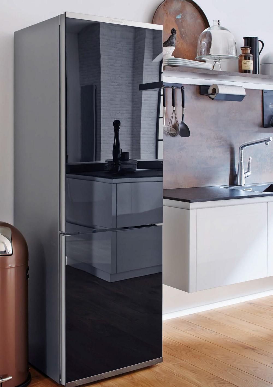 стеклянный холодильник с зеркальным покрытием