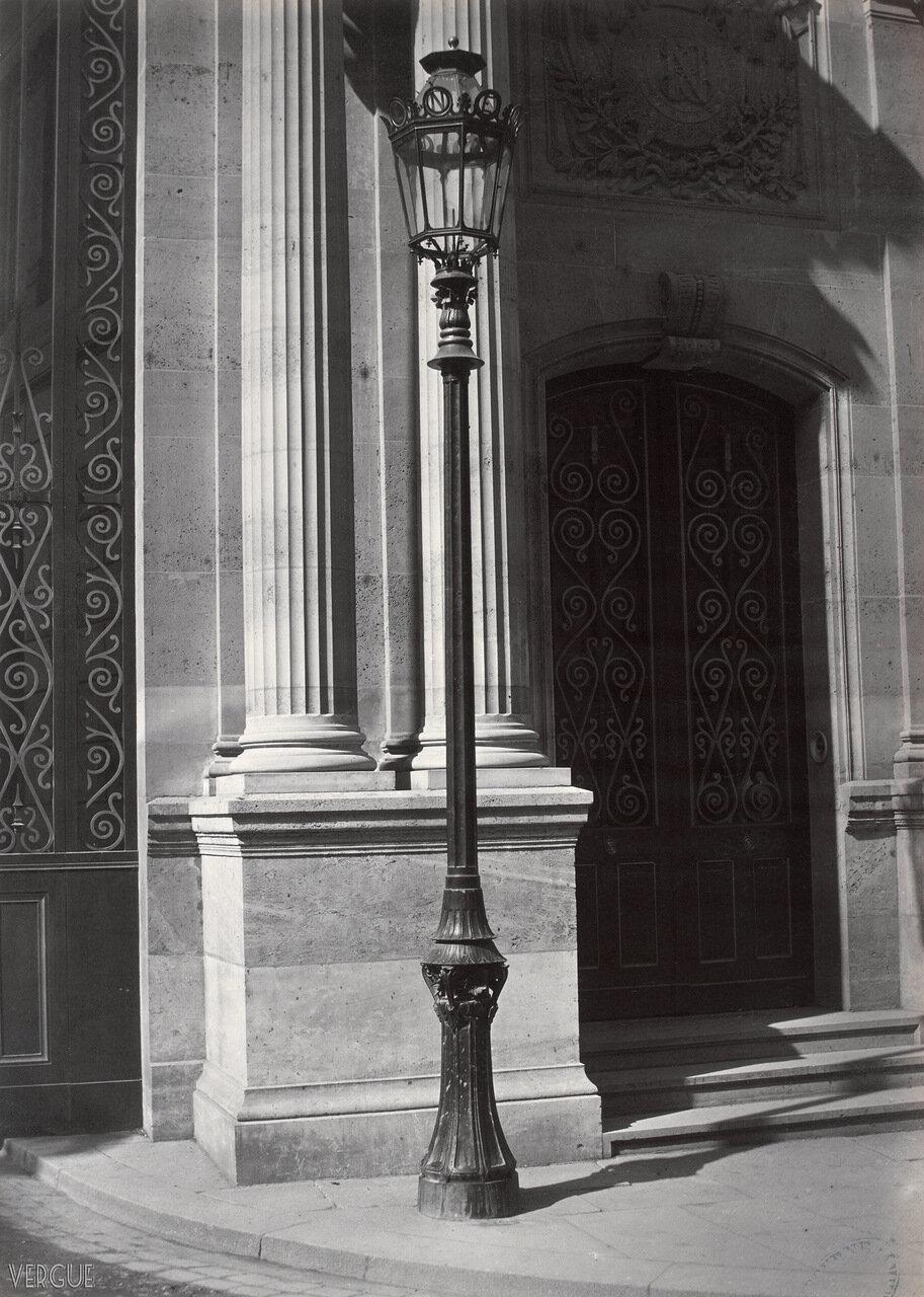 Газовый фонарь у Елисейского дворца.  1869