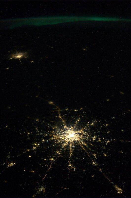 Москва, Санкт-Петербург и северное сияние из космоса