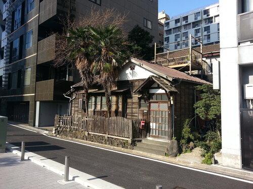 Вот такого контраста на улицах Токио очень много
