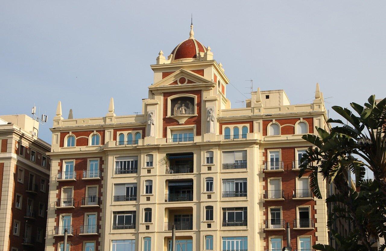 Малага. Пласа-де-ла-Марина (Plaza de la Marina)