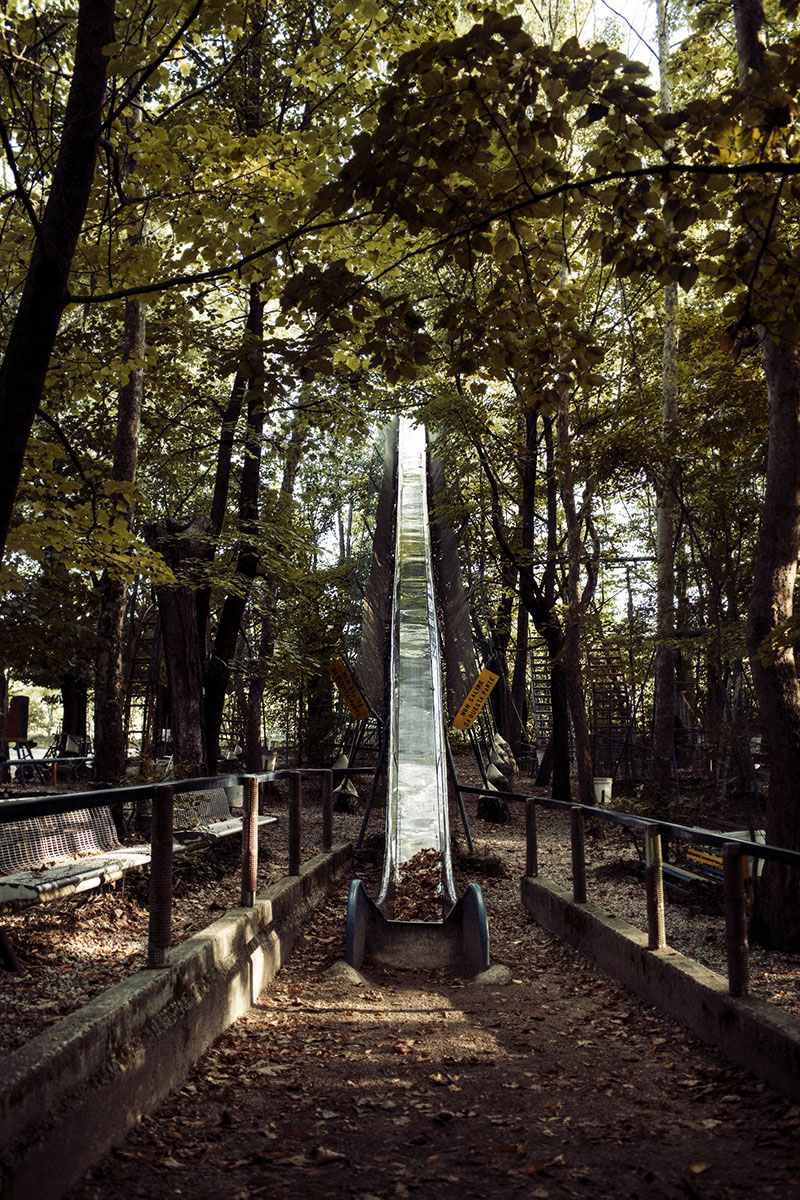Итальянец в одиночку построил парк аттракционов в лесу