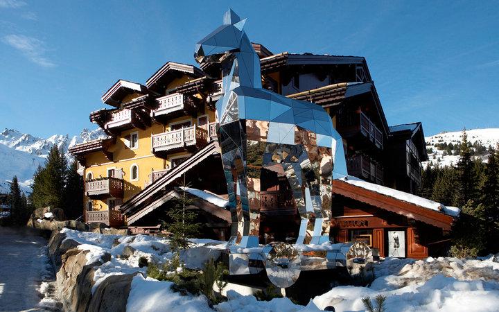 Один из лучших горнолыжных курортов во Французских Альпах, отличается наличием разнообразных и п