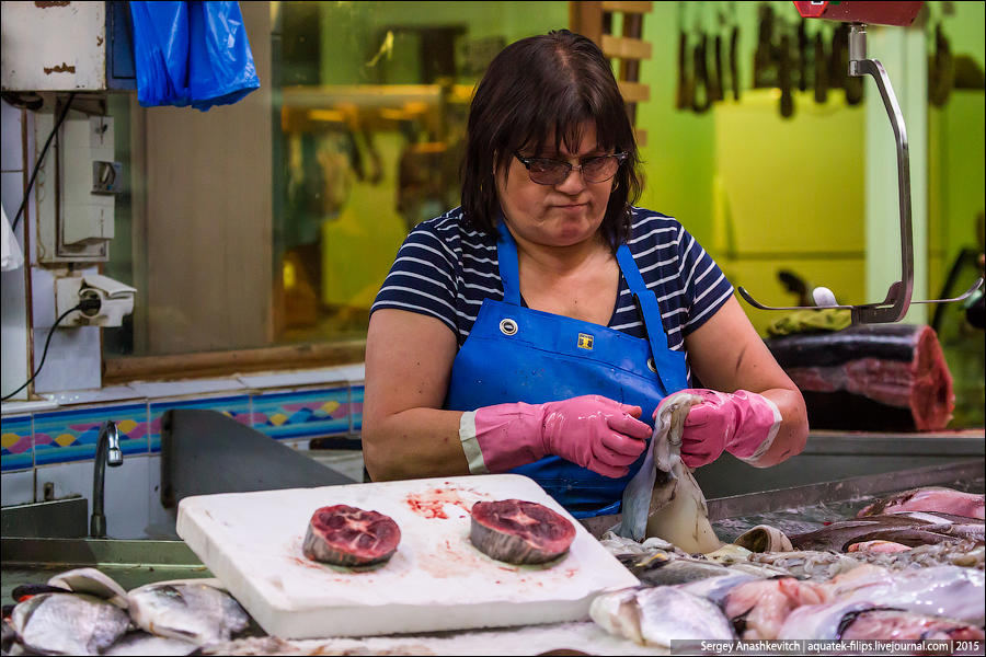19. Если хотите, рыбу, кальмаров или моллюсков почистят и разделают сразу на месте. Причем, дополнит