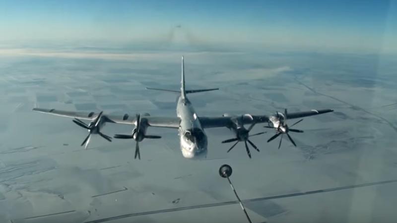 Ту-95МС ударили крылатыми ракетами потеррористам вРакке— Огонь снебес