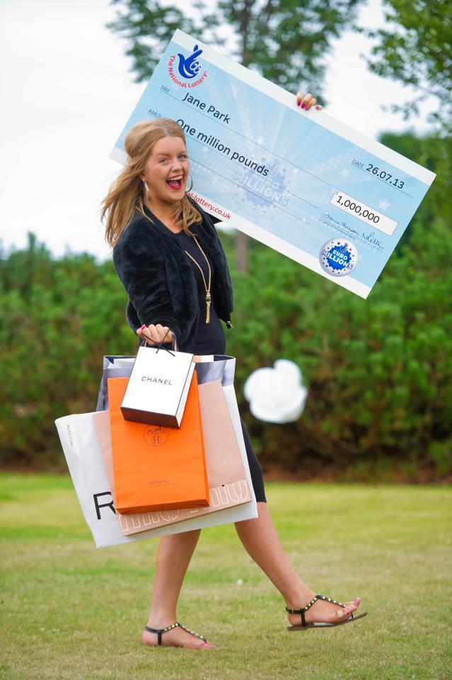 Юная победительница британской лотереи утверждает, что выигрыш сломал ей жизнь