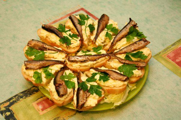 Бутерброды со шпротами рецепты с фото простые