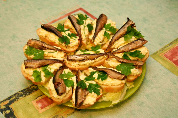 Бутерброды со шпротами и огурцами рецепты