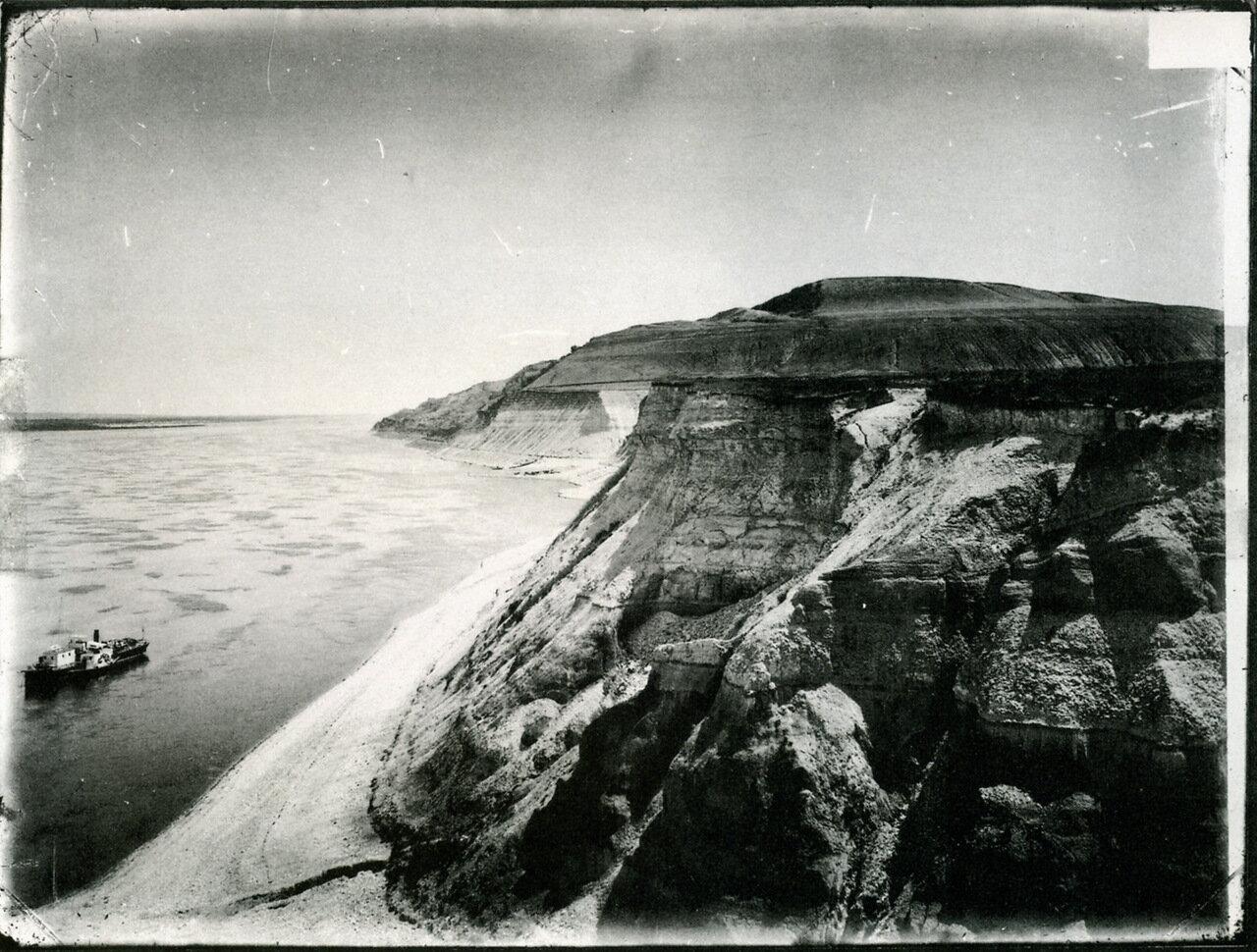 Волжские виды. Жигулевские горы. Место лагеря Степана Разина. 1894