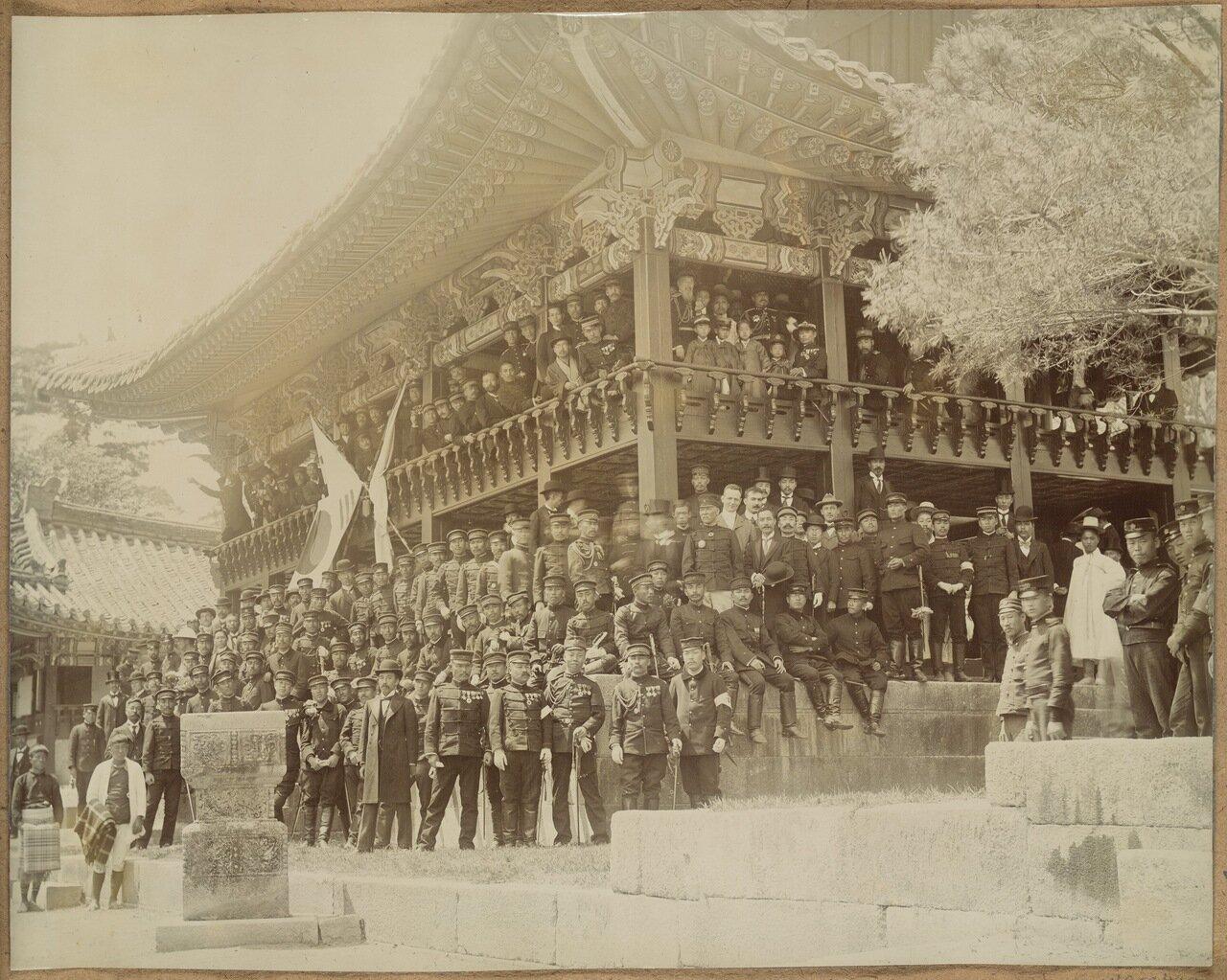 Генерал Куроки и его сотрудники в Сеуле