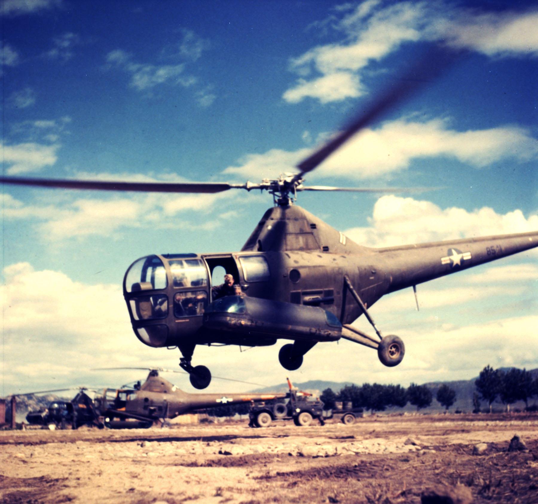 USAF_R-5_medevac_Korean_War.jpg