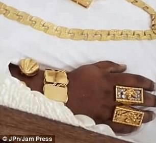 Золотой гроб, шампанское и драгоценности: как провожали в последний путь миллионера из Тринидада (6 фото)