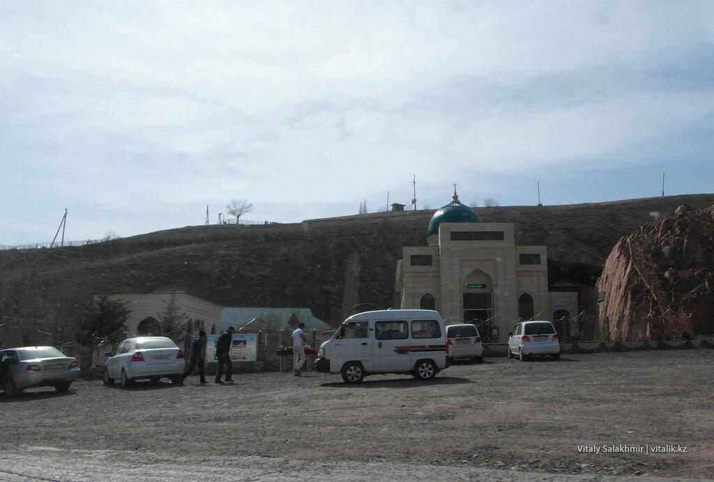 Мечеть на спуске с Камчик
