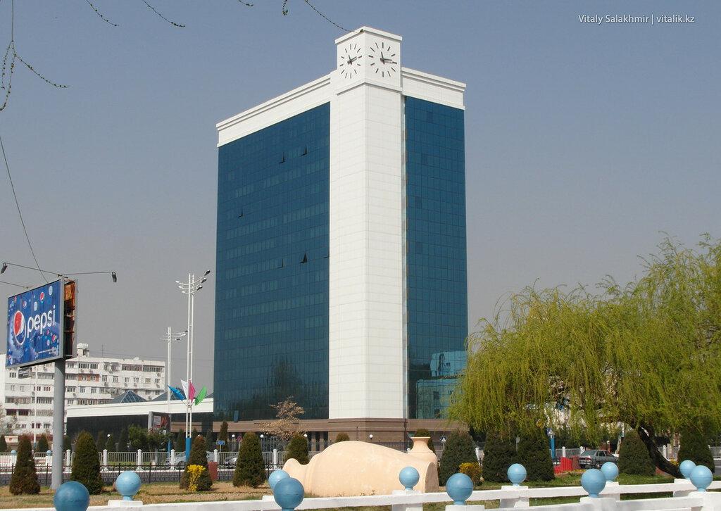 Стеклянное здание в Ташкенте, Узбекистан