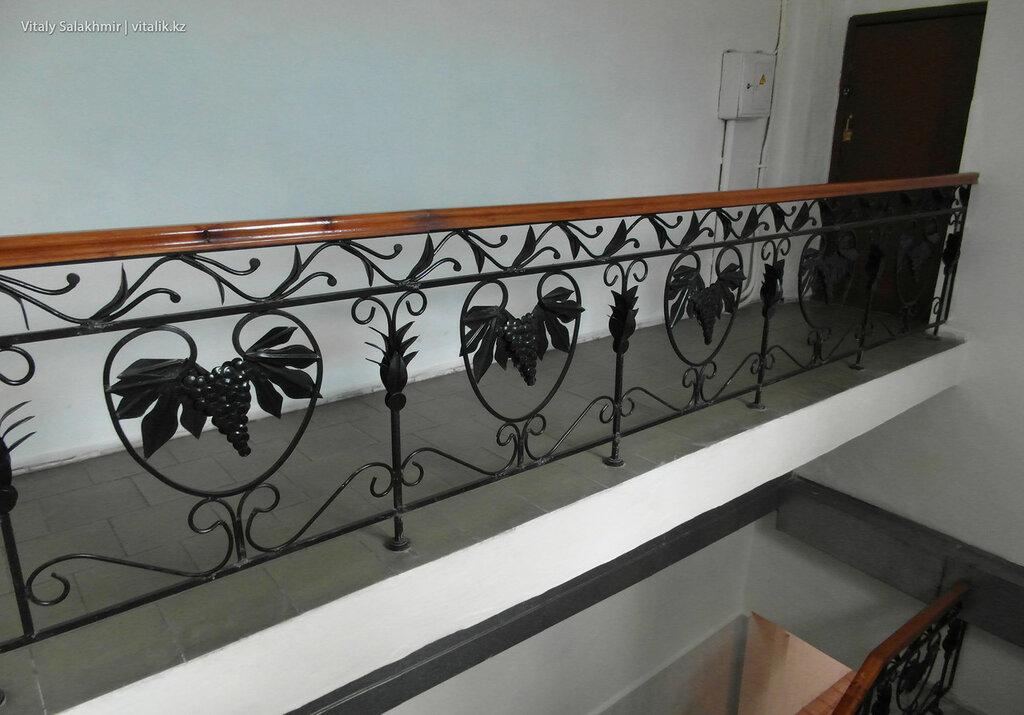 Лестница в здании на заводе Бахус