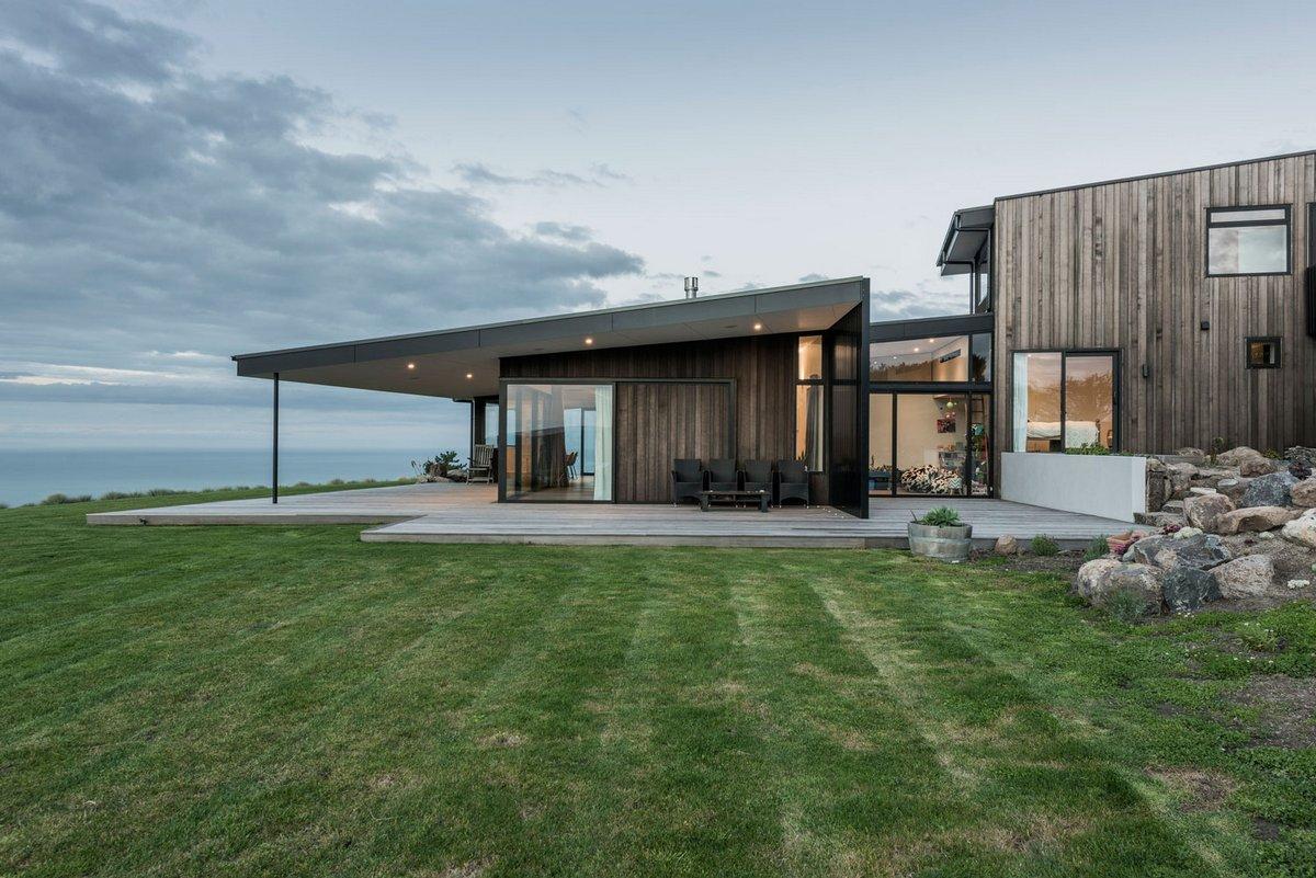 Очаровательный дом на вершине холма