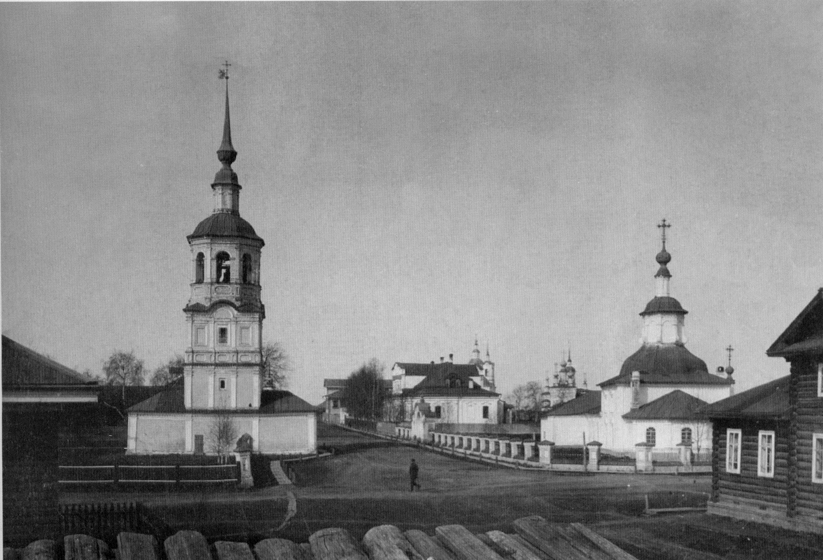 Теплая Георгиевская церковь и колокольня