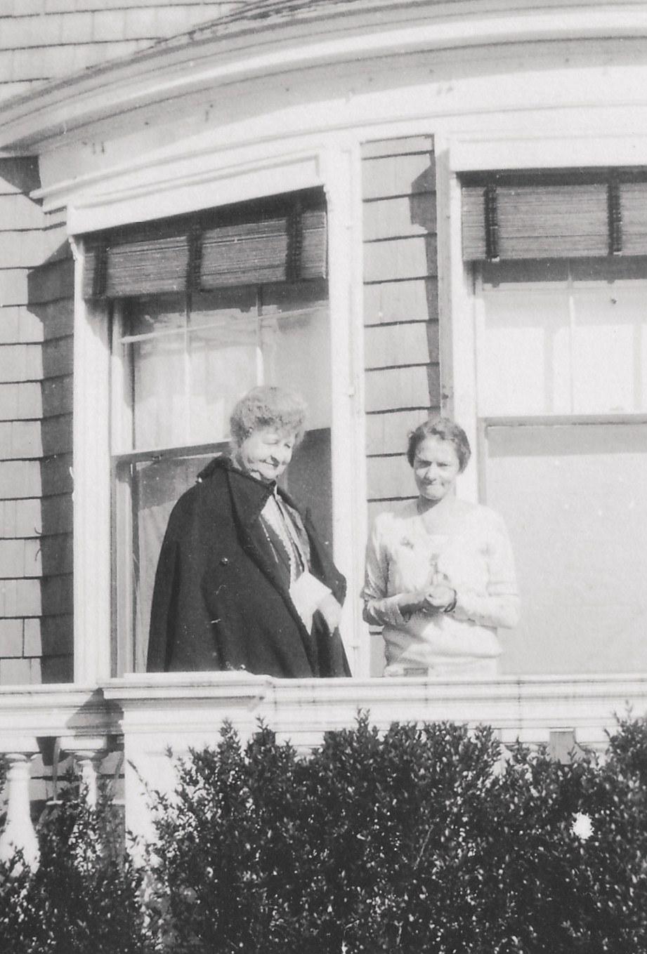 1928. Мисс Дженнингс с Анастасией в Нью-Йорке