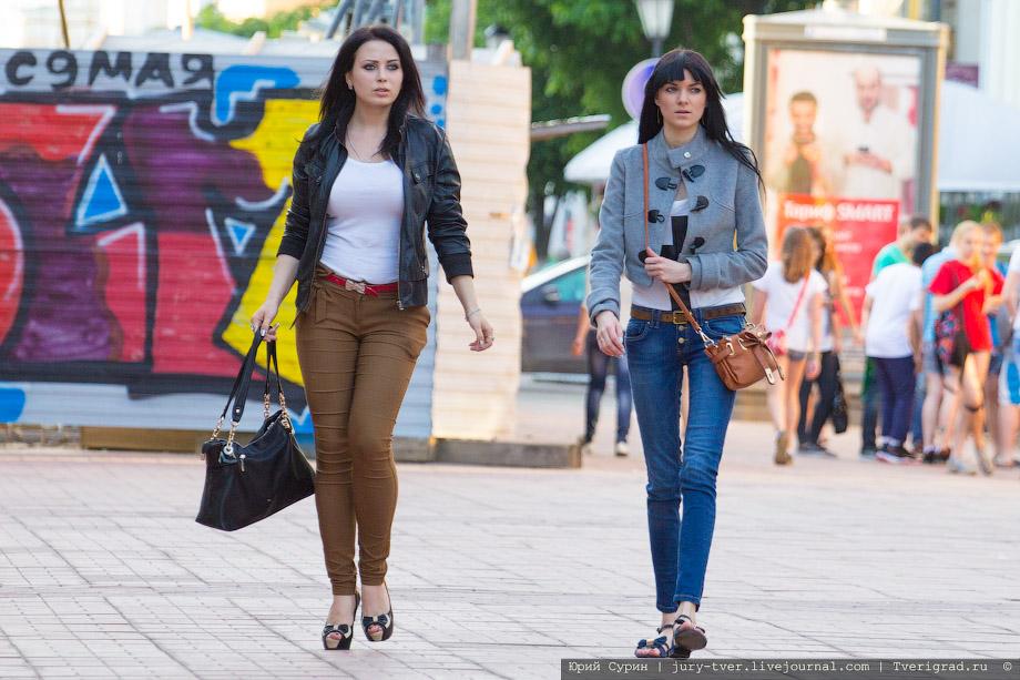Откровенные девушки на улице колготки фото 355-992