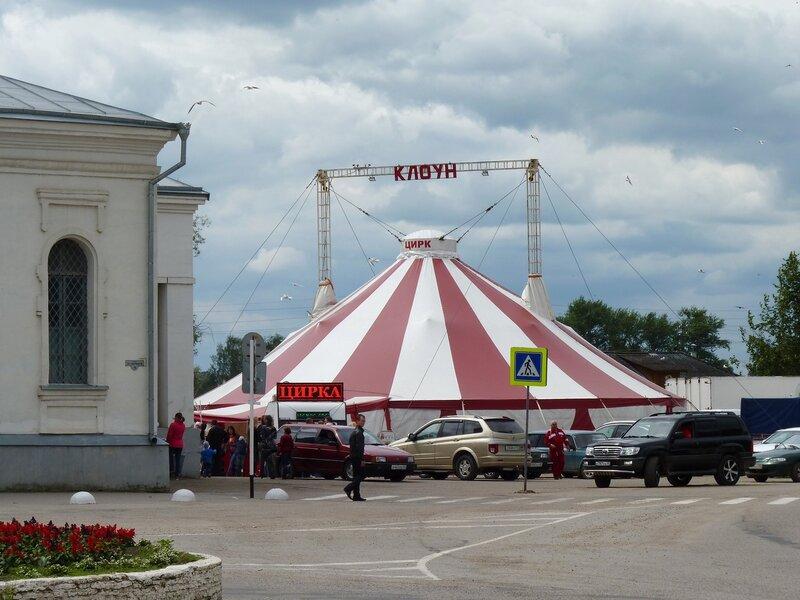 В Остров приехал цирк